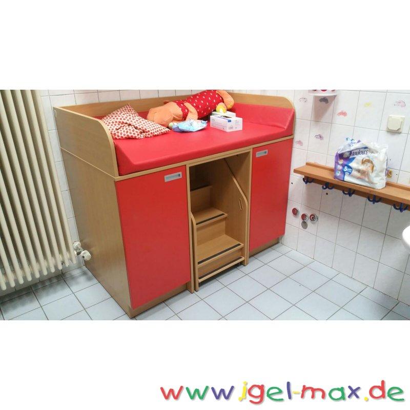 wickelkommode mit treppe mitte und 2 t ren einlegeb den. Black Bedroom Furniture Sets. Home Design Ideas